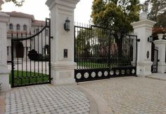 Shanghai wrought iron gates,security iron gates new design automatic sliding gates Aluminum Driveway Gates, Wrought Iron Driveway Gates, Driveway Entrance, Metal Gates, Tor Design, Fence Design, Entrance Gates, House Entrance, Entrance Ideas