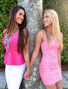 Why do sorority girl pics always look like lesbian wedding announcements ? Prom Pictures Couples, Homecoming Pictures, Prom Couples, Prom Photos, Prom Pics, Prom Picture Poses, Poses Photo, Picture Ideas, Photo Shoot