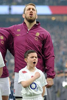 Video: Listen: England rugby mascot's passionate rendition of the national anthem - Telegraph