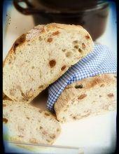 Chleb rustykalny z rodzynkami i orzechami (można go również upiec bez dodatków) Bagels, Vanilla Cake, Bread, Food, Rustic Bread, Breads, Baking, Meals, Yemek