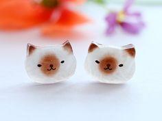 Cats                                                                                                                                                                                 More Diy Resin Crafts, Cat Crafts, Handmade Crafts, Crafts To Make, Cat Jewelry, Resin Jewelry, Jewelry Crafts, Jewellery, Uv Resin