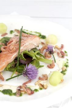 Salad with à la minute smoked salmon refined with melon and curry dressing