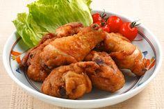 Receita de Frango à Passarinho - 1 unidade de frango inteiro , 12 dentes de alho , 1 quanto baste de azeite , 1 quanto baste de sal