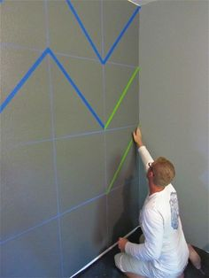 how to chevron on walls or anything else. Never thought of drawing boxes first!.