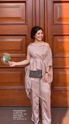 Dress Brokat Modern, Kebaya Modern Dress, Kebaya Dress, Dress Brukat, Batik Dress, Dress Outfits, Fashion Outfits, Model Kebaya Modern, Simple Gowns