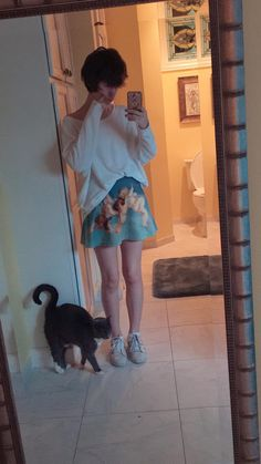 Guys In Skirts, Boys Wearing Skirts, Guys And Girls, Boy Or Girl, V Cute, Boy Photography Poses, Cute Outfits For School, Big Fashion, Short Hair