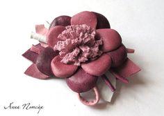 Broche flor de piel/ leather