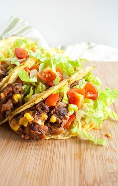 Black Bean and Corn Tacos – Black Bean and Corn Tacos (vegan, gluten free) – These healthy tacos have a spicy black bean and corn filling. They are a quick and easy meal. Veggie Dishes, Veggie Recipes, Mexican Food Recipes, Whole Food Recipes, Vegetarian Recipes, Cooking Recipes, Healthy Recipes, Gf Recipes, Healthy Sweets