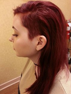 Red half shaved hair Redhead Hairstyles, Shaved Side Hairstyles, Easy Hairstyles, Wedding Hair And Makeup, Hair Makeup, Half Shaved Head, Hair Images, Hairstyle Images, Deep Red Hair