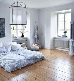 A cozy bedroom via @sofienordenberger #inspiration #beautifulhomes  #homesweethome #homeinspiration #bedrooms #bedroom #bedroomdecor