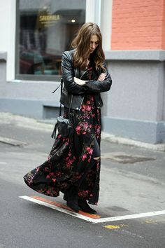 Outfits with a black long dress – inspiration in photos - Mode et Beaute Winter Dress Outfits, Casual Dress Outfits, Mode Outfits, Classy Outfits, Fashion Outfits, Fashion Mode, Fast Fashion, Look Fashion, Leather Jacket Dress