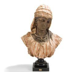 Adolphe MAUBACH (XIXe-XXe) Orientale Portrait sculpté. Épreuve en terre cuite patiné polychrome. Soclée sur une base en bois noirci. Signé A. MAUBACH sur l'arrière et porte un numéro 73 (d'exposition?)… - Ader - 28/04/2017