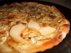 Pizza aux oignons, pommes & gorgonzola Pizza Buns, Pains, Quiches, Tortillas, Burgers, Desserts, Spaghetti, Food, Pizza
