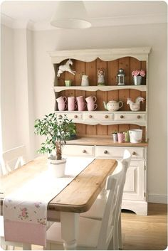 Love the contrast between the cream front and the wood back