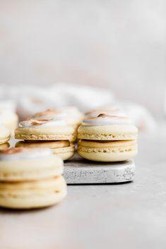 Banana Cream Pie Macarons - cambrea bakes Macaron Filling, Macaron Flavors, Macaron Recipe, Macaron Cookies, Yellow Foods, Vanilla Custard, Banana Cream, Almond Recipes, Cream Pie