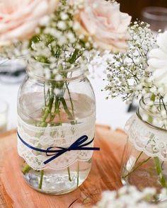 Os centro de mesa do seu casamento podem ser feitos à mão assim vocês conseguem economizar mais um pouquinho!