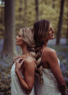 Forest of Flowers in Belgium - Barefoot Blonde by Amber Fillerup Clark Amber Fillerup, Barefoot Blon Photos Bff, Best Friend Pictures, Friend Pics, Cute Poses For Pictures, Bff Pictures, Maternity Pictures, Friend Senior Pictures, Best Friend Photography, Couple Photography