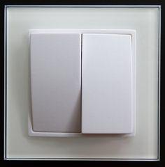 Serien Schalter aus der Serie ABELKA Nuovo in GLAS Ausführung weiss für moderne Raumgestaltung. Funktionelle und praktische Technik vereint für Glas oder Kunststoffrahmen. Alle ABELKA Nuovo  Komponenten sind für Längs- und Quermontage geeignet und mit einer eleganten Oberfläche versehen. Technische Daten: - Anschluss: 230V/50Hz - Ausführung: Glas - Schaltvorgang: prellfrei - leicht erweiterbar - für Kunststoffrahmen: Ja - Ausführung: Unterputz - Farbe: weiß - Maße: 90x90mm