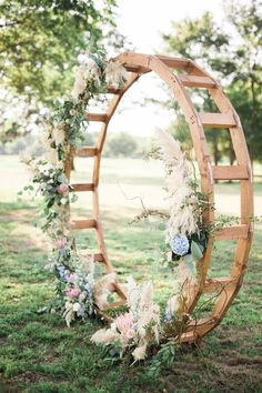 Circled wedding ceremony backdrop with floral for chic rustic style