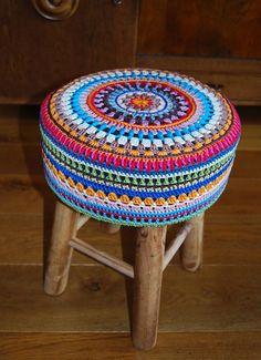 Poef/krukje Patroon: 'little spring mandala' van 'made in K-town'.