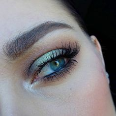 Electric green halo eye using Anastasia Beverly Hills Subculture palette