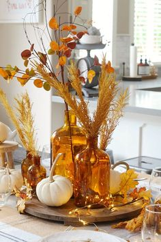 Lots of simple fall tablescape ideas to celebrate the beauty of the Harvest Moon! Perfect for any fall dinner or Thanksgiving celebration. #tablescapes #tablescapeideas #falltablescape #Thanksgivingtablescape #Thanksgivingdinner #Thanksgivingtable #amberglass
