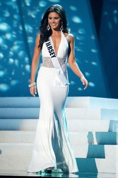 New Jersey's gown was STUNNING...  especially in motion.  She was an absolute vision and I was really surprised she didn't make the top five.