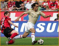 Ali Karimi Iran Football, God Of Football, Best Football Players, Munich, Soccer, Ali, Running, Sports, Fc Bayern Munich