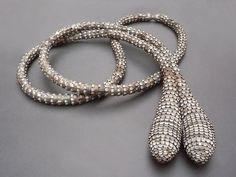Sophie Hanagarth Collier bijoux de famille - 1997 Fait de capsules de bière