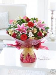 A bouquet to reflect the celebratory mood of the season in all its magical glory Christmas Flower Delivery, Best Flower Delivery, Online Flower Delivery, Flower Delivery Service, Easter Flowers, Valentines Flowers, Mothers Day Flowers, Christmas Flowers, Christmas Decorations