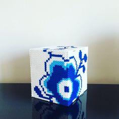 Made by Me: 3 i 1 kasse - Perleblomstskjuler, servietholder eller sparekasse i Hamaperler DIY Perler Bead Art, Hama Perler, Bead Organization, Hama Beads Design, Melting Beads, Pearler Beads, Plastic Canvas Patterns, Beading Patterns, Pixel Art