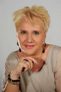 IL CIOTTOLO: Angela Caccia: Una poesia che cerca la speranza, il bagliore - Recensione di Cinzia Demi