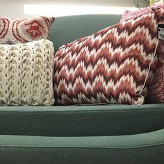 Almofadas que fazem a diferença cor textura e charme! @lescoussins