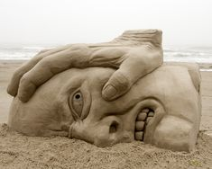 Sand Art is the practice of modelling sand into an artistic form, such as a sand brushing, sand sculpture, sand painting, or sand bottles. A sand castle is a type of sand sculpture resembling a min… Snow Sculptures, Lion Sculpture, How To Make Sand, Statues, Art Plage, Cool Pictures, Cool Photos, Amazing Photos, Amazing Artwork