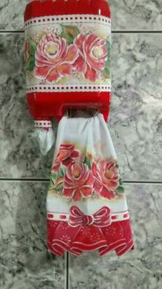 Recycled plastic bottle tissue and towel holder and more! bottle crafts Recycled plastic bottle tissue and towel holder and more! Plastic Jugs, Reuse Plastic Bottles, Plastic Bottle Flowers, Plastic Bottle Crafts, Diy Bottle, Recycled Bottles, Plastic Recycling, Plastic Pumpkins, Recycled Glass