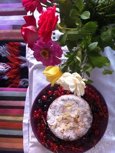 Flowers, stripes, cake and fruits.... this must be party time