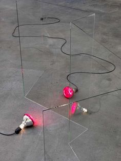 Alicja Kwade . teleportation (infrarot), 2010