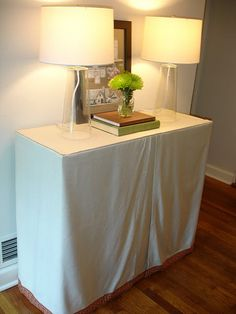 EASY way to make skirted console table.by wedded whittaker: No Sew Skirted Console Table Make A Table, Diy Table, Room Inspiration, Interior Inspiration, Table And Chairs, Tables, New Room, Home Living Room, Console Table