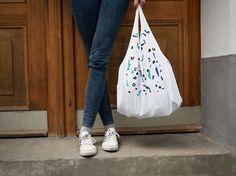 DIY-Anleitung: Einfache Tasche aus T-Shirt gestalten / tutorial: craft a simply tote bag out of shirts via DaWanda.com