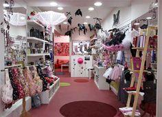 Japan anime stores   ... Japanese Street Fashion, Goth style blogger, Tokyo Japan Gothic Lolita