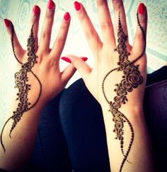 flowers with lines, half hend khaleeji henna design