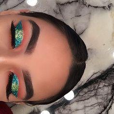 glitter makeup – Hair and beauty tips, tricks and tutorials Rave Makeup, Party Makeup, Makeup Inspo, Makeup Inspiration, Coachella Makeup, Hooded Eye Makeup, Dramatic Makeup, Makeup For Green Eyes, Festival Makeup