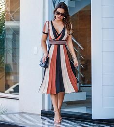 Modelos 2019 Simple Dresses, Nice Dresses, Short Dresses, Summer Dresses, Mod Dress, Dress Skirt, Pretty Outfits, Beautiful Outfits, Dress Outfits