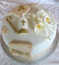 Torta decorata in pasta di zucchero per cresima