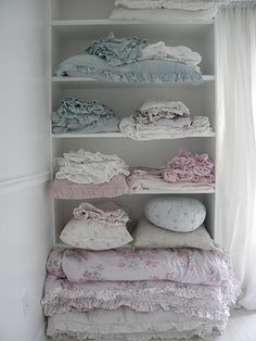 Shabby chic linen cabinet with pastel blankets & quilts~Someone has been shopping at Target. Love this stuff! Style Shabby Chic, Shabby Chic Cottage, Vintage Shabby Chic, Shabby Chic Homes, Shabby Chic Decor, Romantic Cottage, Vintage Linen, Vintage Decor, Linen Cupboard