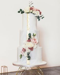 "154 Likes, 6 Comments - Millbridge Court (@millbridgecourt) on Instagram: ""- Cake - E+L's elegant, marble effect Wedding Cake, created by @rachellescakes for their gorgeous…"" #weddingcakes"