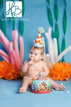Disney Finding Nemo inspired baby photography. Cake smash birthday one year old