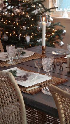 Christmas Scandinavian, Table Settings, Candles, Table Decorations, Christmas, Furniture, Home Decor, Xmas, Decoration Home