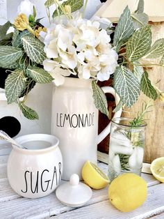 Beautiful farmhouse decor ideas for summer 11 Diy Rustic Decor, Farmhouse Decor, Farmhouse Style, Spring Door, Summer Diy, Summer Picnic, Decorating On A Budget, Summer Decorating, Decor Styles