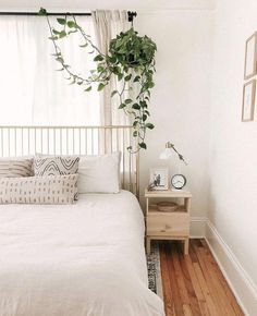 Minimalist Bedroom 130815564163104098 - Decor, decoração I though it would be fun to share and answer 50 questions about myself so you can get to know me a little bit more, and so I did in today's… Source by carlylethornton Decoration Bedroom, Modern Bedroom Decor, Cozy Bedroom, Bedroom Inspo, Eclectic Bedrooms, Masculine Bedrooms, Summer Bedroom, Bedroom Green, Bedroom Bed